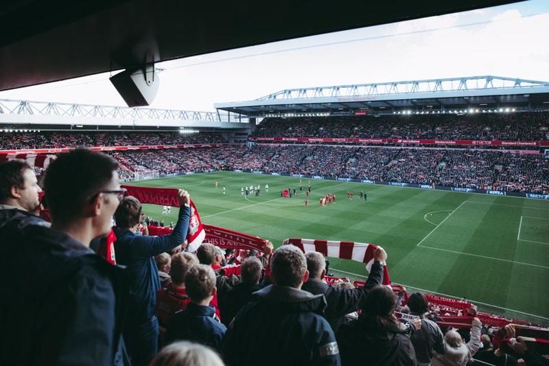 Fodboldkamp på stadion
